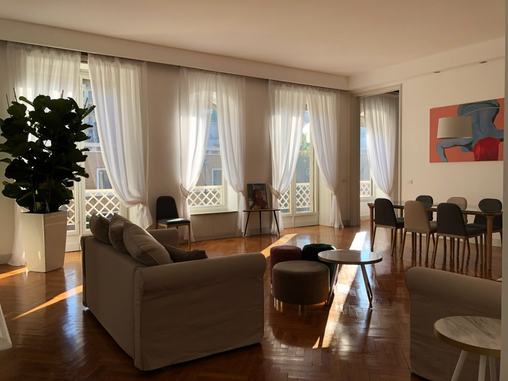 Project, furniture selection and construction supervision for an apartment in Turati | Milan